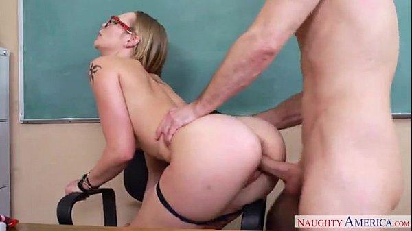Professora loira fodendo com aluno de rola grande