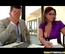 Secretaria tetuda safada fodendo com o seu patrão comedor