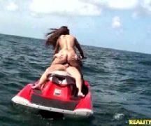 Sexo no jetsqui com a gostosa