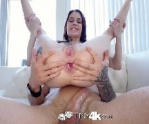 Tarada fazendo anal delicioso