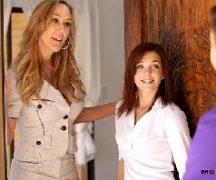 Xvido mãe e filha dando para o vizinho safado