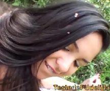 Brasileira gostosa gordinha dando no meio da mata o seu bucetão