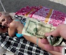 Veporn gata loira em transa por dinheiro