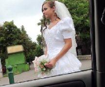 Novinha pelada em transa dentro do carro antes do seu casamento