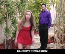 Teen porno jovem loira em sexo com um coroa