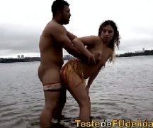 Xvidios brasileiro uma gatinha no lago metendo