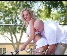 Casada gozando com o instrutor do clube de tênis