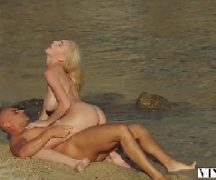 Bellabrookz uma jovem sendo fodida na praia