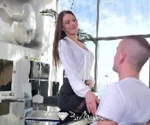 Esposa tarada fodendo com o marido de sorte