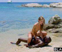 Sexo quente na tv com negro fodendo safada na praia