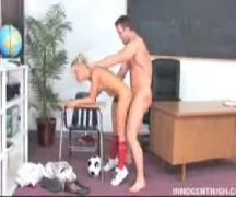 Professor pune a sua aluna dando surra de piroca nela