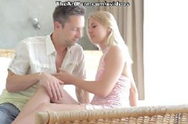 Esposa novinha cheia de prazer dando sua xoxota