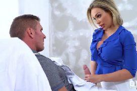 Video de sexo oral com a loira mamando a pica