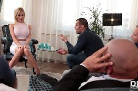 Pornô bengala de loira em sexo com varios machos
