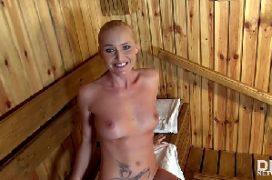 Gosadas na cara da gostosa na sauna