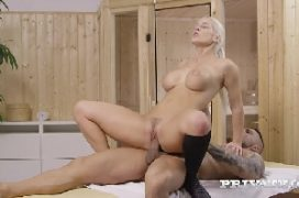 Sexo anal boa foda com a mulher jogadora de futebol