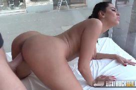 Videos de sexo explícito comendo uma moreninha safada