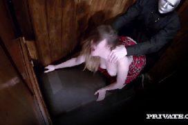 Contoerótico fazendo sexo dentro do confessionário