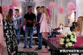 Novinhasdo zap dando suas xoxotas em orgia na festa
