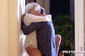 V porno uma coroa xotuda no bom sexo