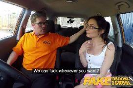 Assistir filmes de sexo com nerd safada fodendo dentro do carro