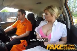Cacetao do macho comendo a loira no carro