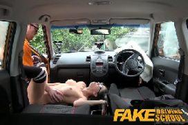 Contoerotico incesto com prima no carro metendo