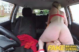 Dinheiro xvideos comendo a loira puta de luxo dentro do carro