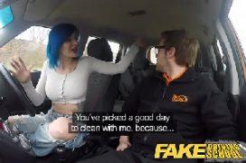 Filme eroticos comendo a mulher de cabelo azul dentro do meu carro