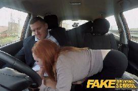 Sexo chat comendo a ruiva dentro do carro