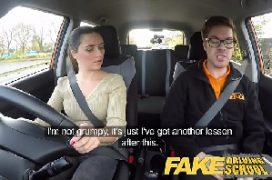 Video de sexo real com a linda mulher dentro do carro
