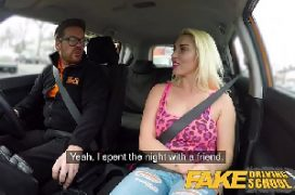 Videos de sexo romantico comendo loira no carro