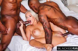 Interracial sexo com loira na suruba com os dois negros