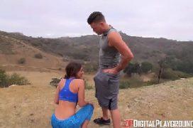 X vídeo novinha com prazer tendo a rola metida em si ao ar livre